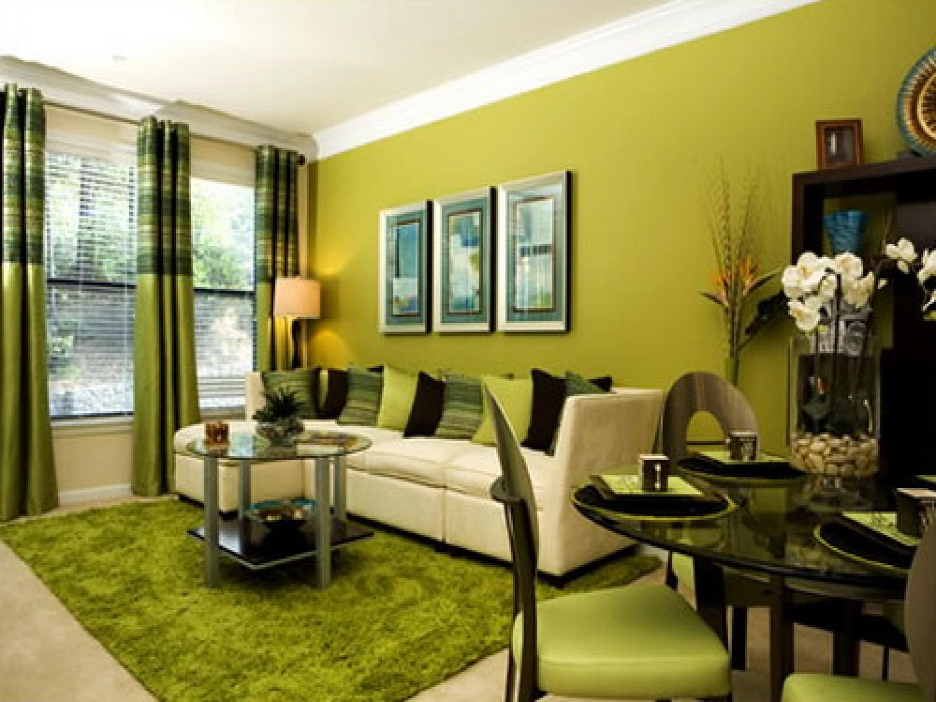 Дизайн зеленой гостиной с