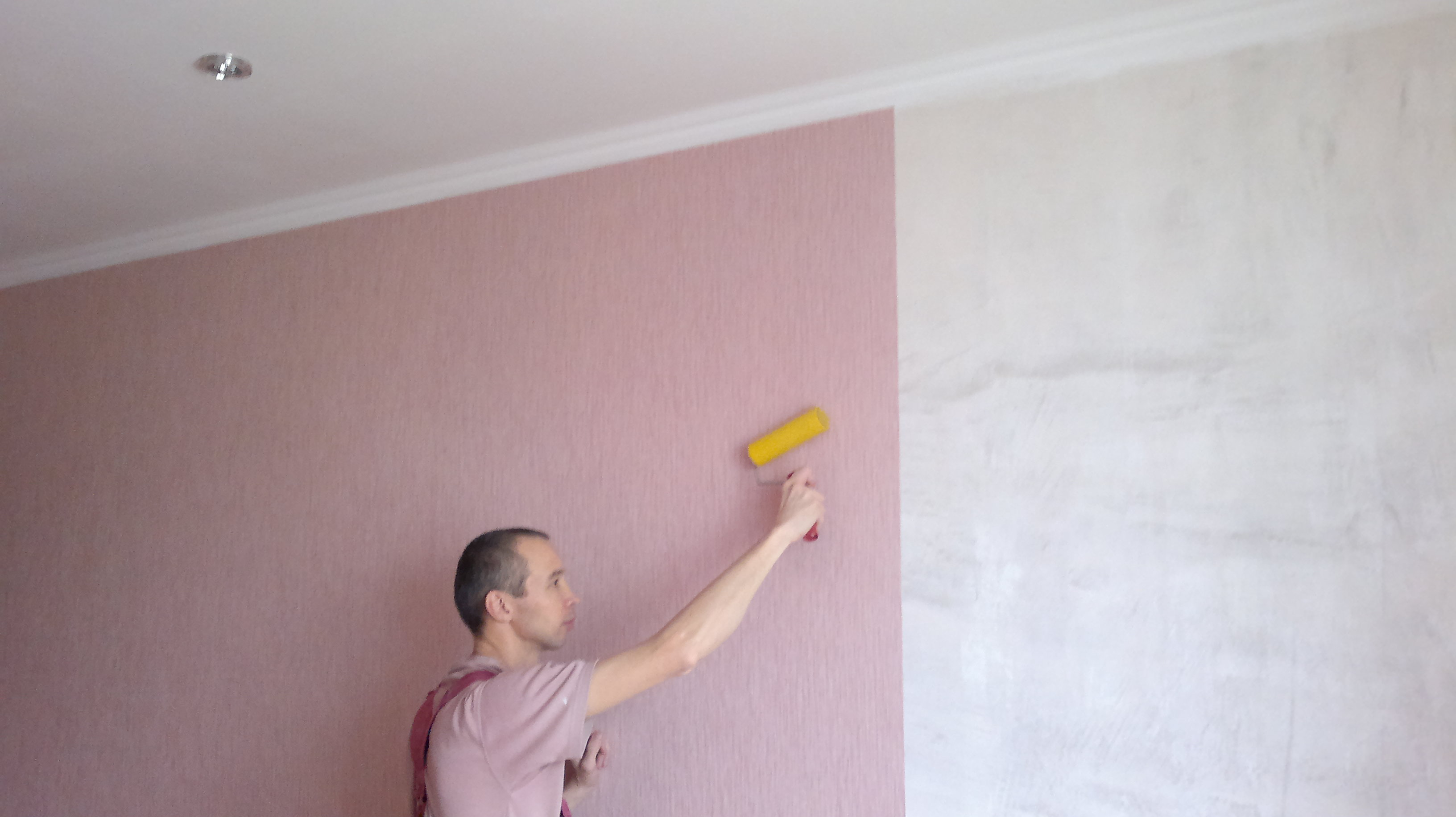 Окрашивание стен или обои