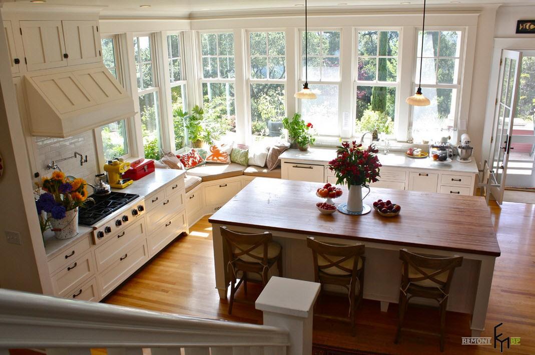 Дизайн кухни с окном до пола