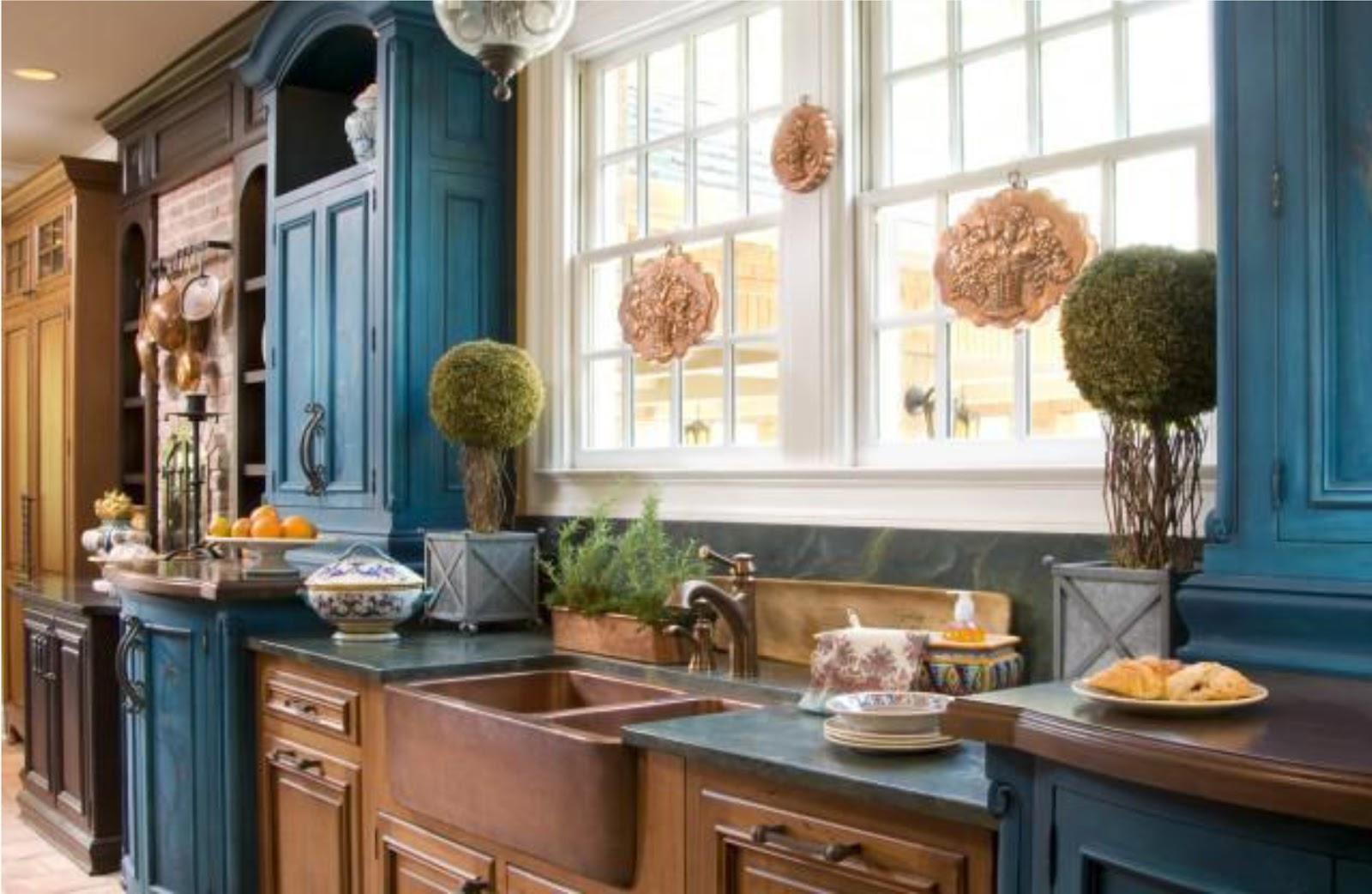 Сочетание цветов в интерьере кухни синяя