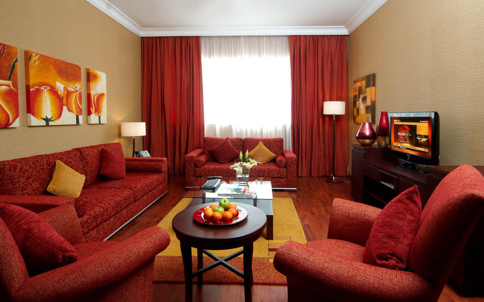 Интерьер комнаты в бордовом цвете фото