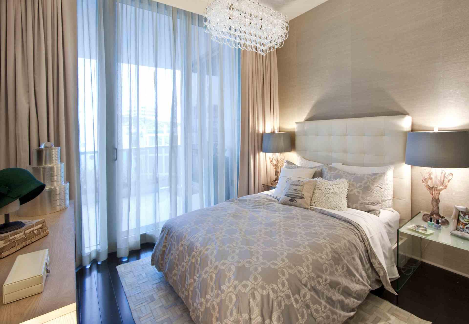 Дизайн спальни в сине бежевых тонах фото
