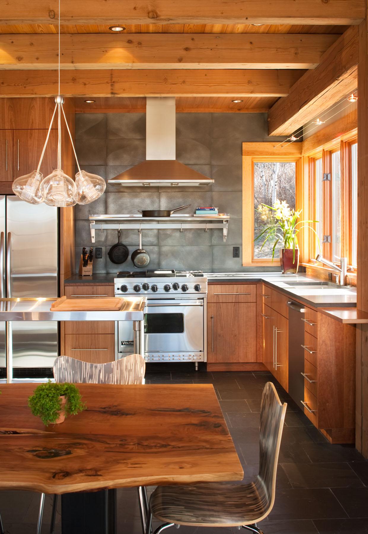 Как отделать кухню в частном доме своими руками
