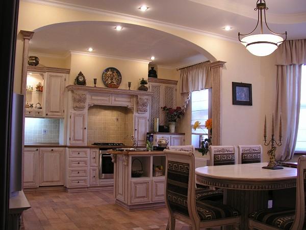 Интерьер кухни-столовой-гостиной в загородном доме фото