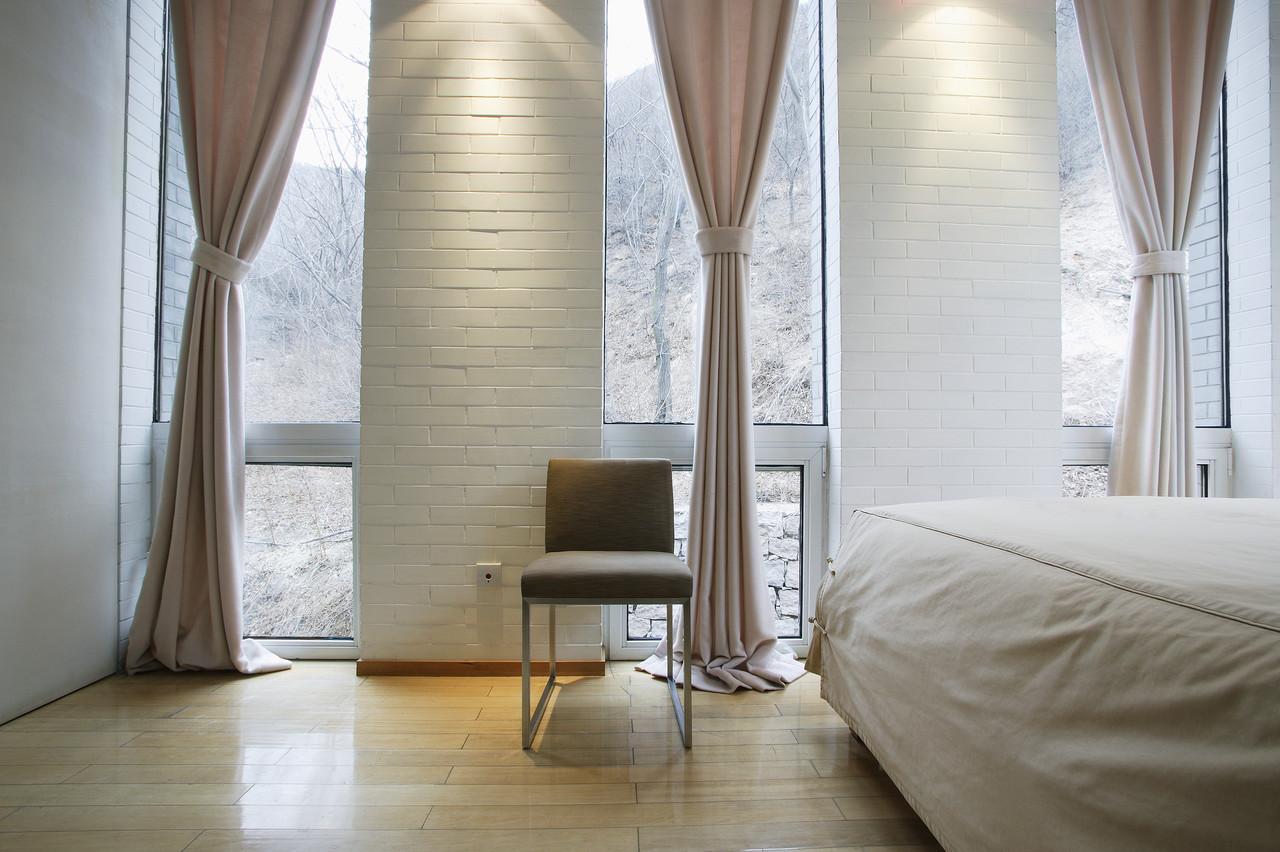 Интерьер окна в спальне фото