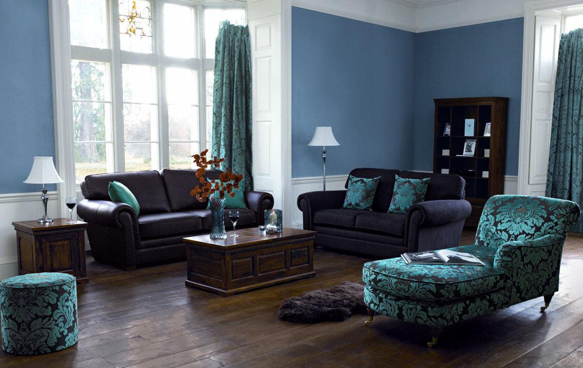Серые стены коричневая мебель в интерьере фото