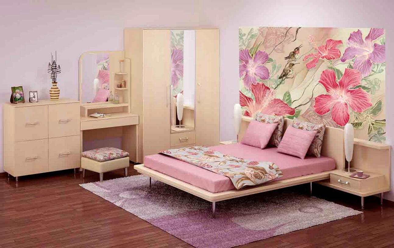 Цветы на стене в спальне 2