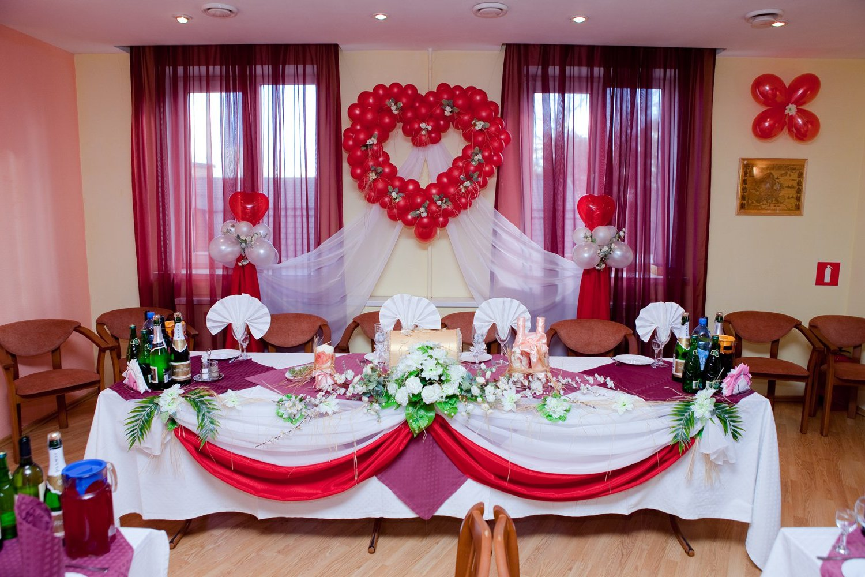 Как  украсить свадебный зал с фото
