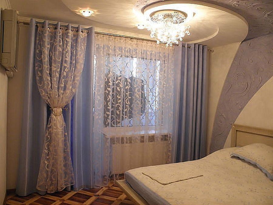 Декор окна в спальне своими руками