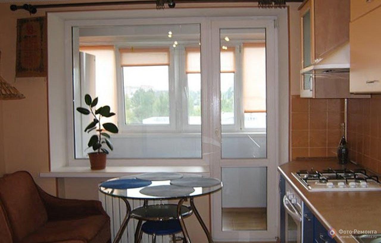 Фото ремонта кухни с выходом на балкон