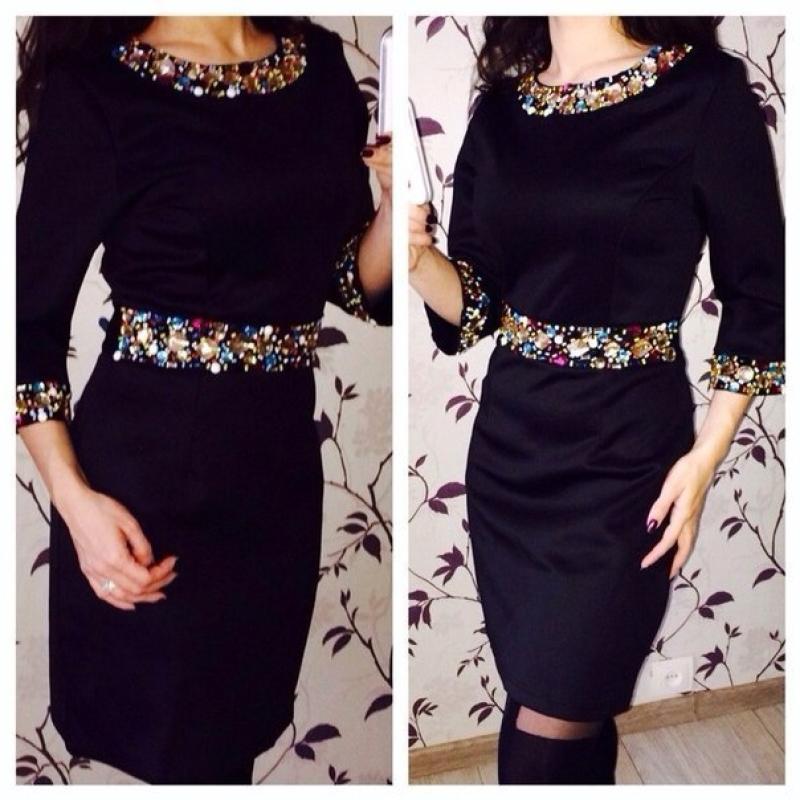 Как украсить чёрное платье